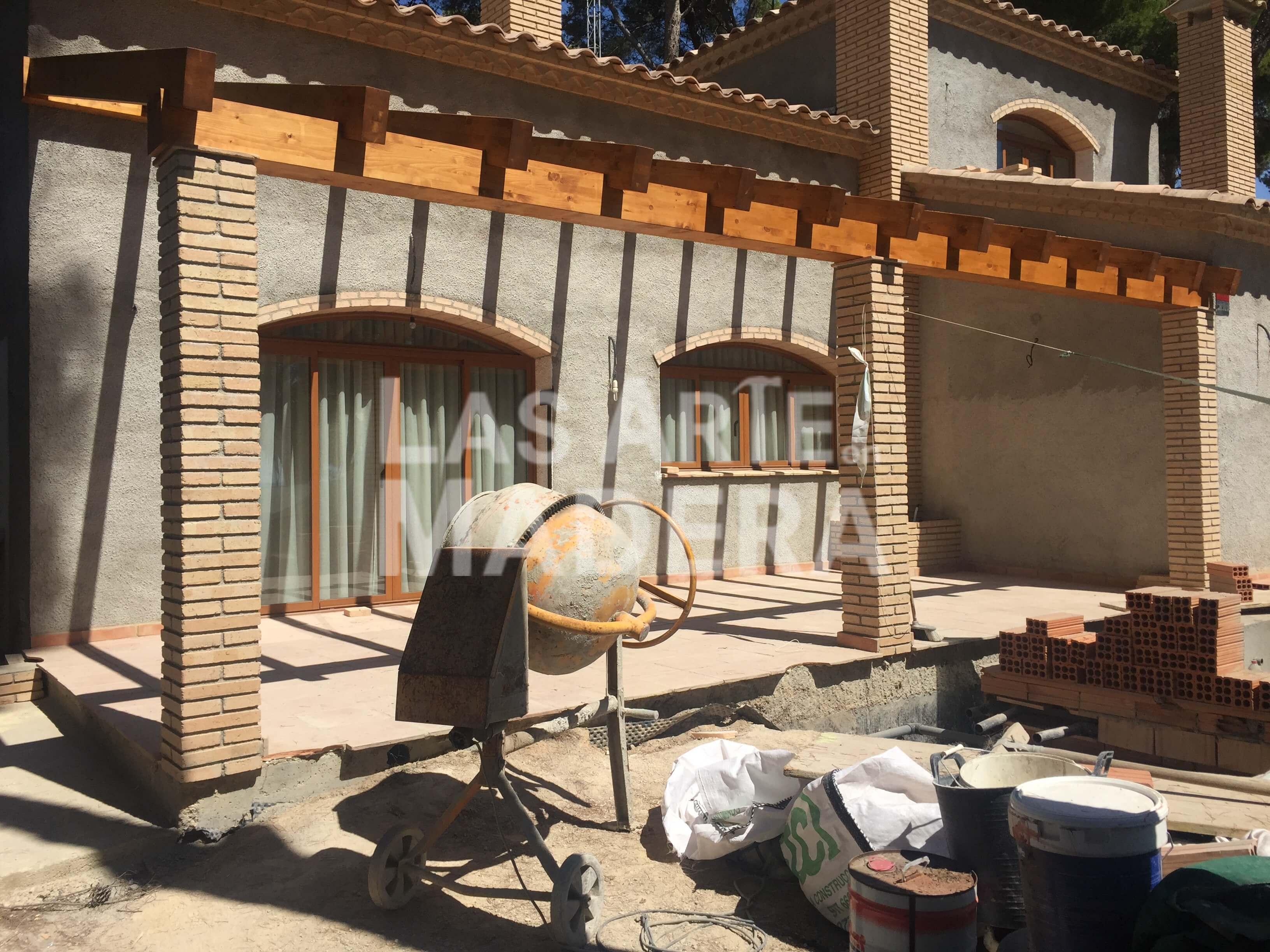 las prgolas de madera se utilizan para revestir un porche de madera un garaje una terraza o incluso un tico se pueden instalar de manera independiente - Pergolas De Madera